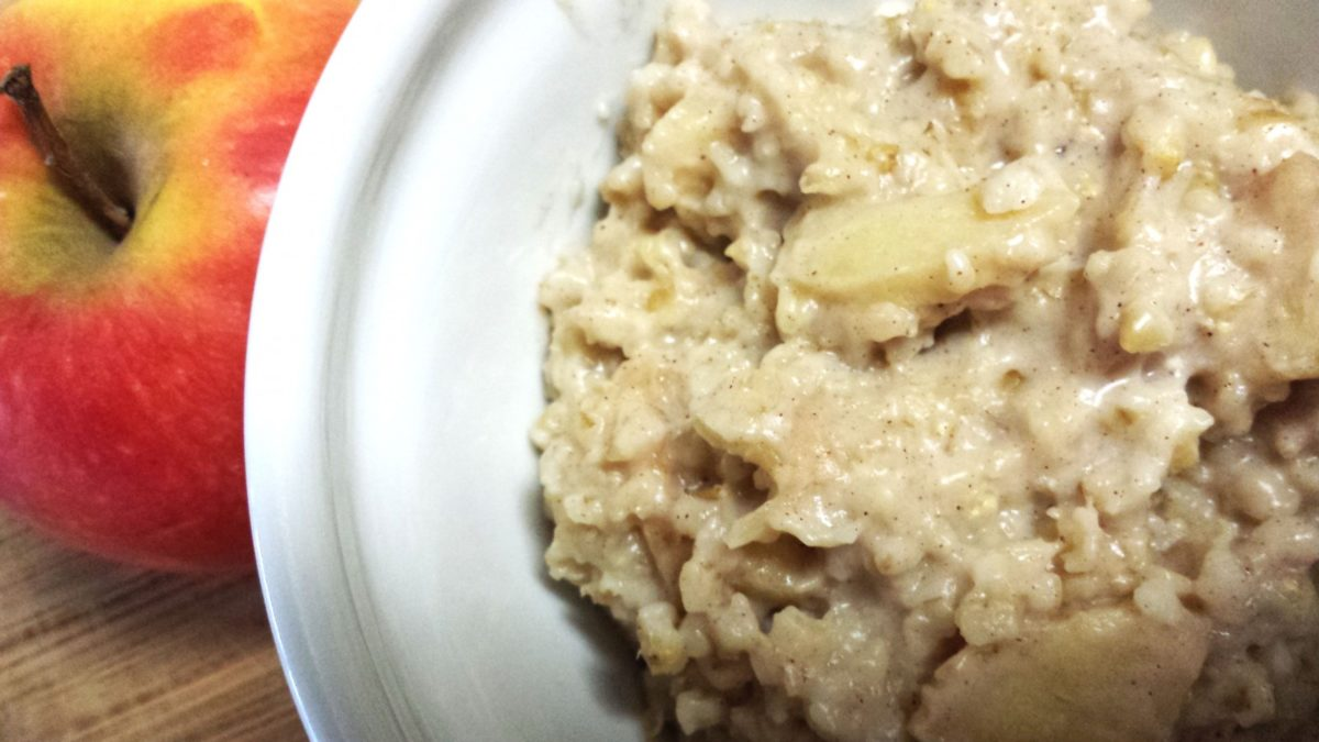Apple Cinnamon Oatmeal in the Slow Cooker