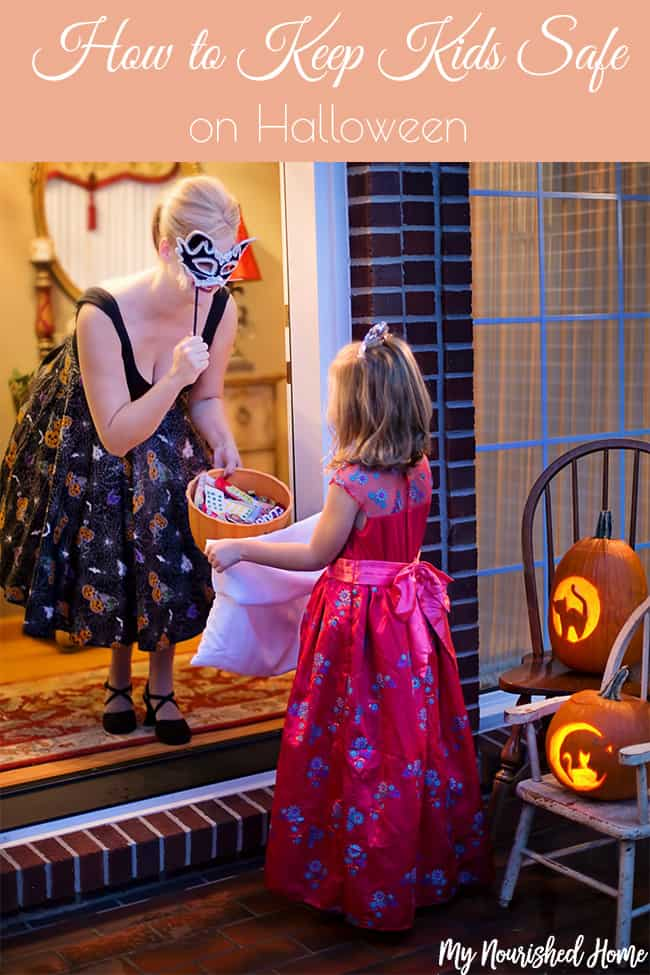 Here is our safely checklist to make sure our kids are saft on Halloween