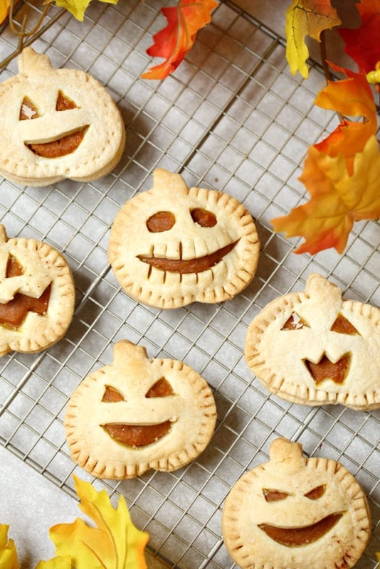 Let's make pumpkin pastries for Halloween